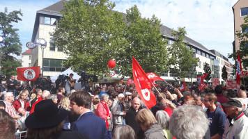 Auch in den Nebenstraßen des Jakobsplatzes stauten sich die Zuhörer.
