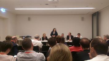 Die Parteivorsitzende-Kandidatin Andrea Nahles stellt sich bei der bayerischen SPD-Delegation vor.