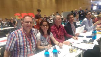 Die DL21-Mitglieder Herbert Lohmeyer, Anja König und Wolfgang Schmid beim SPD-Bundesparteitag in Wiesbaden. Neben ihnen ASF-Bundesvorsitzender Klaus Barthel. (v.l.n.r.)