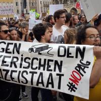 Demo gegen das Bay. Polizeiaufgabengesetz - Bilder und Transparente